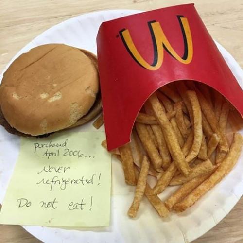 """""""Niet opeten!"""": Zo ziet een maaltijd van McDonald's er na 10 jaar uit"""
