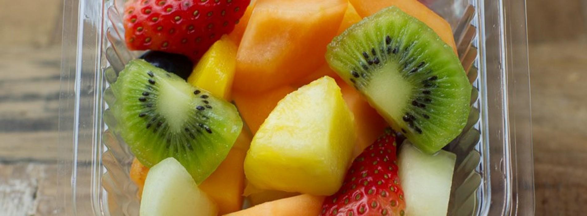 Hier schrik ik wel even van; vanaf nu eet ik nooit meer voorverpakte bakjes fruit.
