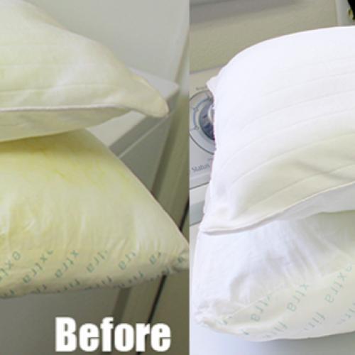 Met deze geweldige tip is je vergeelde hoofdkussen zo weer stralend wit!