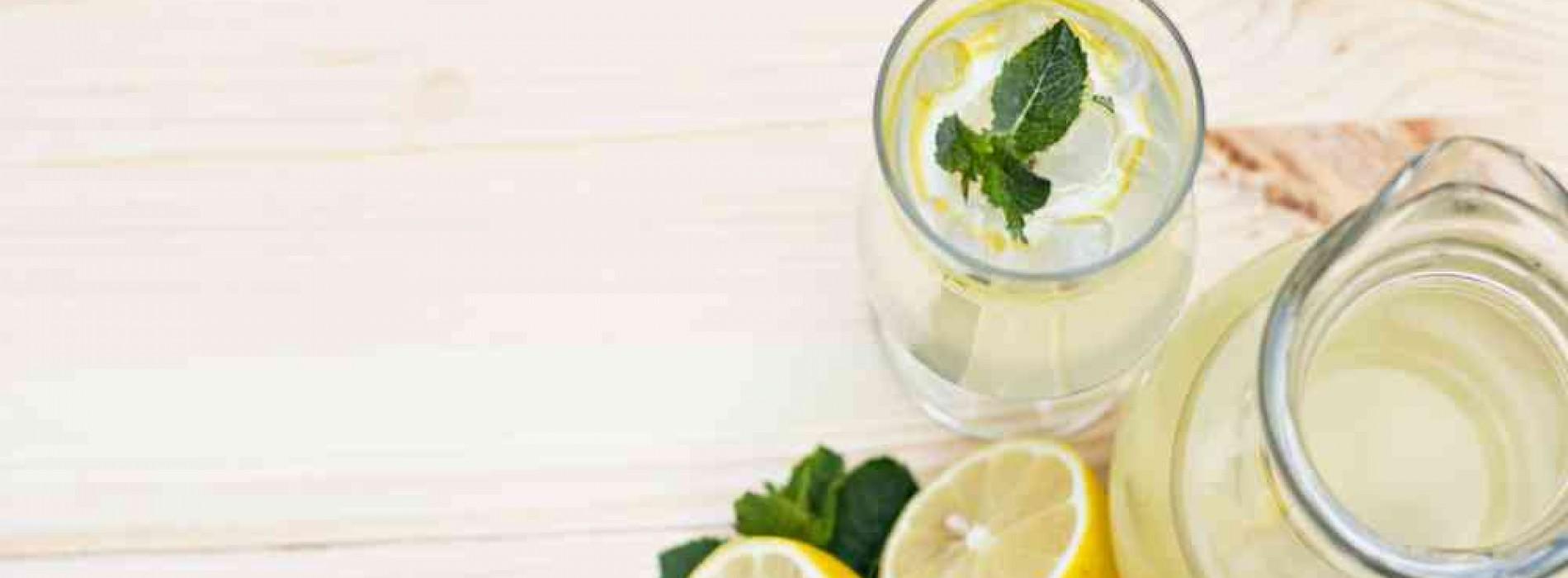 De 5 belangrijkste redenen om elke dag citroenwater te drinken, wist jij dit?!