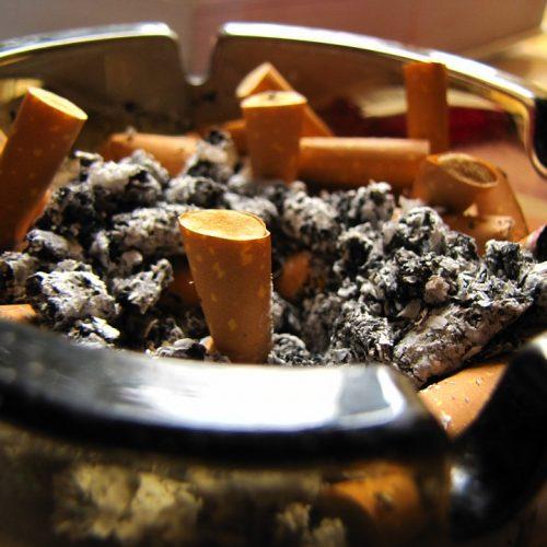 Met DIT natuurlijke middel verwijder je nare rookgeurtjes uit je huis!