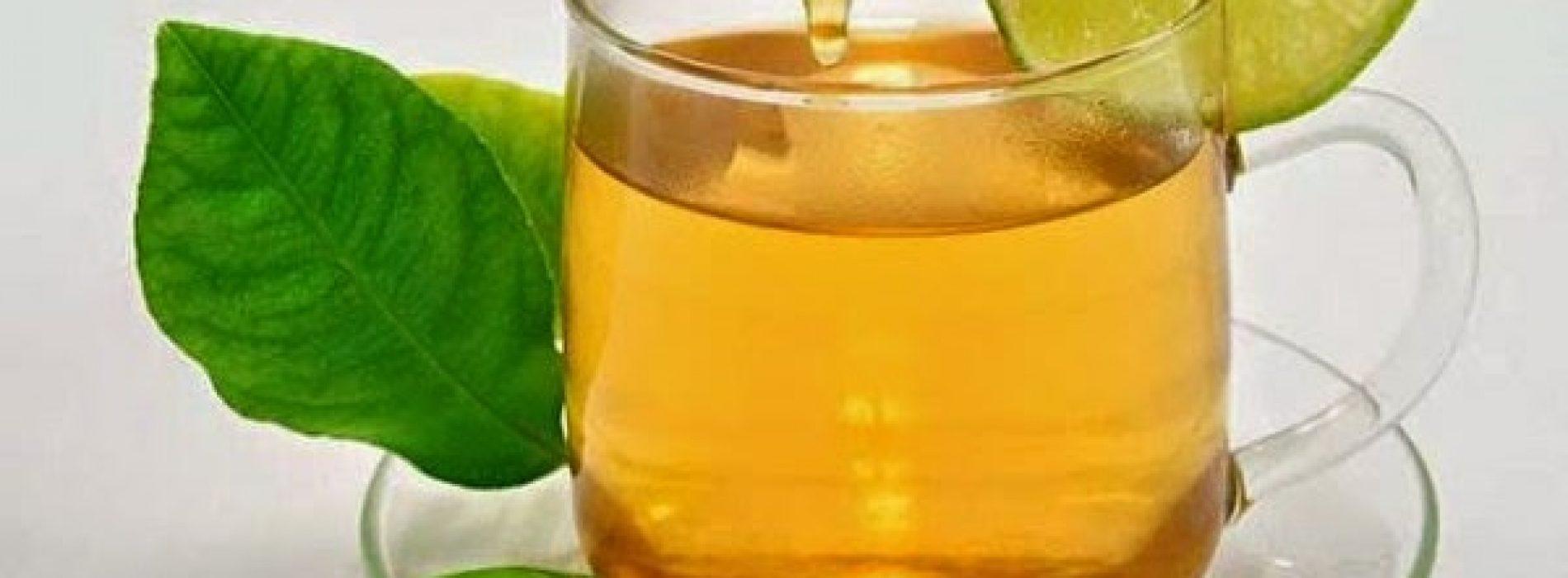 Ze dronk elke ochtend Water Met honing en citroen voor een jaar. Hier is wat er daarna is gebeurd