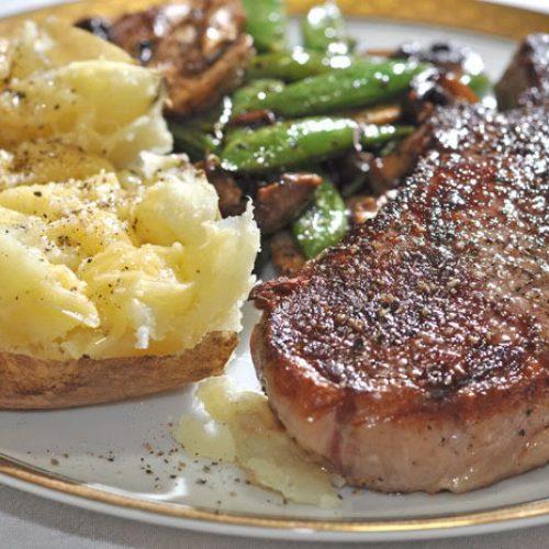 Dit is wat er gebeurt met je lichaam wanneer je vlees en aardappelen samen eet…