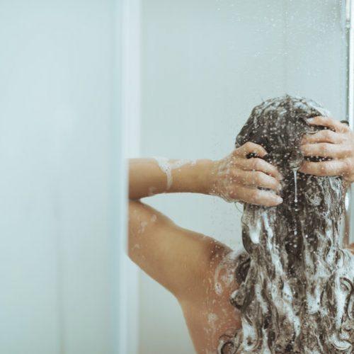 BELANGRIJK: 's Ochtends douchen is erg slecht voor je! Lees HIER de reden!