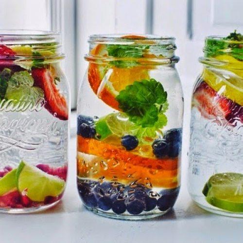 6 kruiden en specerijen die gewoon water veranderen in een voedsel elixer