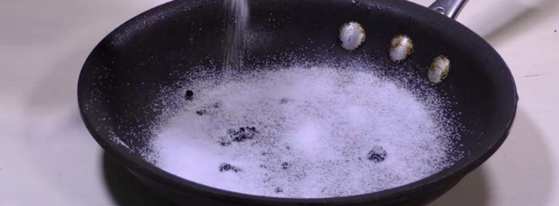 Hij giet zout in een grote koekenpan, 1 minuut later? Dit Is Geniaal!