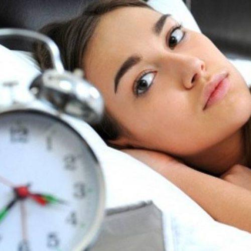 Val jij moeilijk in slaap? Deze 5 etenswaren werken beter dan slaappillen!