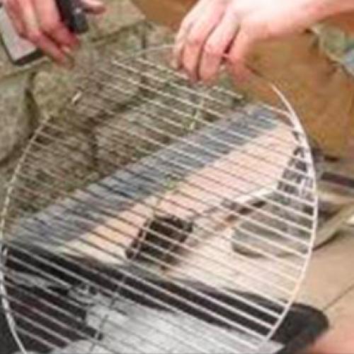 Zonder te schrobben je barbecue schoonmaken! Wist ik dit maar eerder!