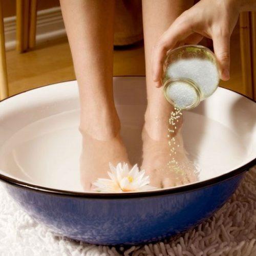 Dit eenvoudige voetbad zal alle gifstoffen in je lichaam elimineren!