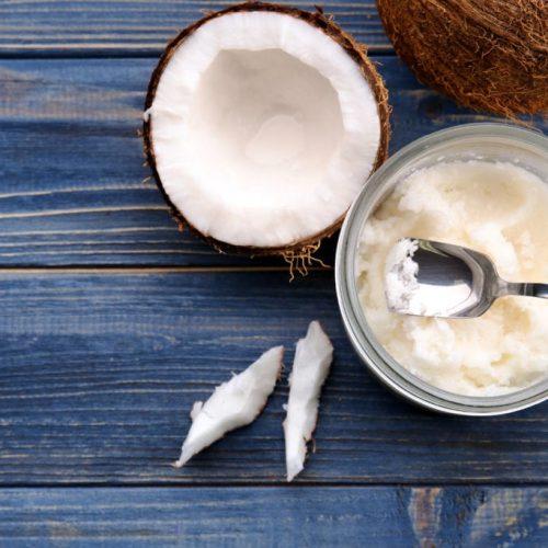 Hier zijn 7 redenen waarom je kokosolie moet eten voordat je naar bed gaat