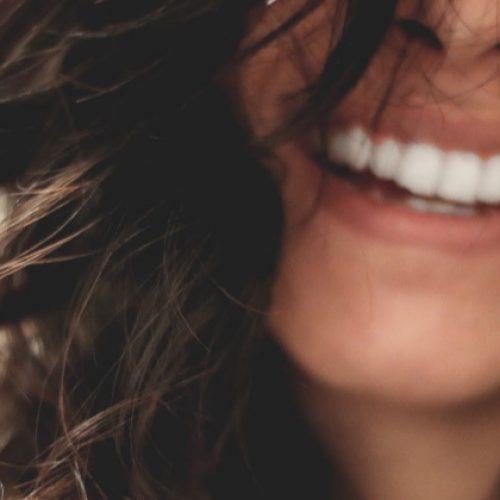 Bestrijd tandbederf en genees gaatjes vanuit huis in 5 eenvoudige stappen