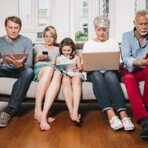 5 redenen waarom ouders hun smartphones zouden moeten uitschakelen
