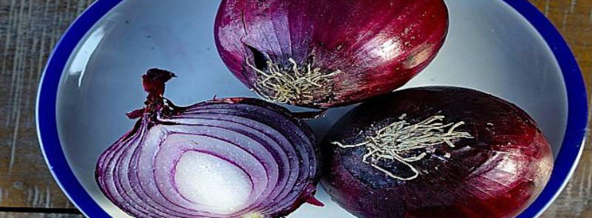 Eet meer rode uien: het voorkomt hartaanval, lagere bloedsuikerspiegel en bloeddruk