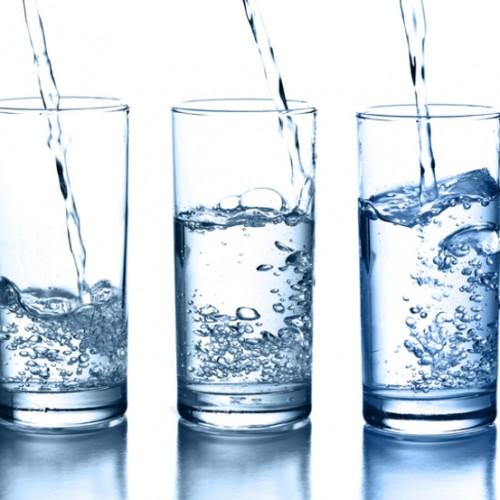 Alkaline water verbetert je gezondheid. Vooral wanneer het lichaam dreigt te verzuren.