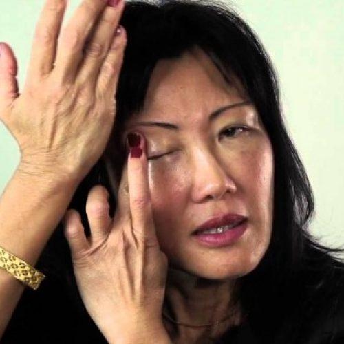 Deze Japanse Gezichtsmassage zal je verjongen en je 10 jaar jonger laten lijken (Video)