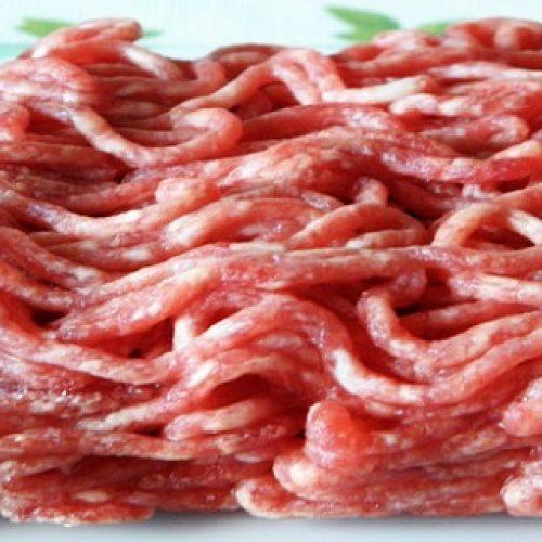 Slagers waarschuwen: koop nooit gehakt van supermarkten als gevolg van de trucs die ze gebruiken om het vers te houden!