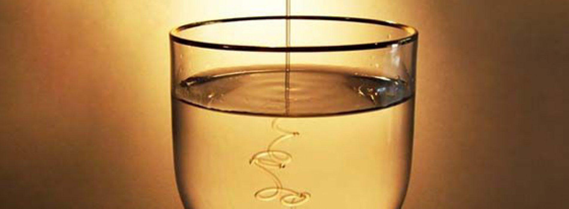 Hoe geneeskrachtig honingwater te maken