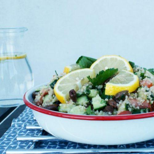 Simpele Griekse quinoasalade recept