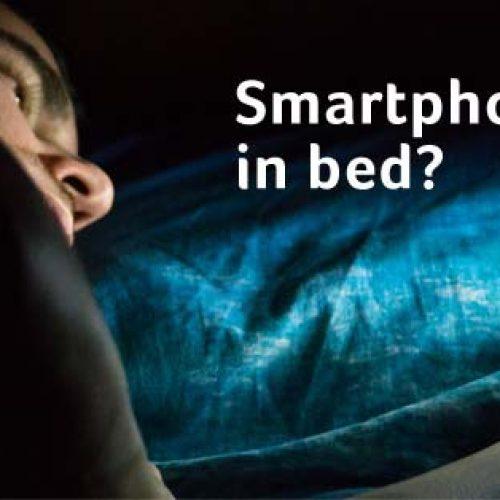 Hoe blauw licht van je smartphone hersenen en lichaam kan beïnvloeden