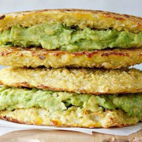 Deze Avocado gegrilde bloemkool Sandwich zal je gegrilde kaas laten vergeten!