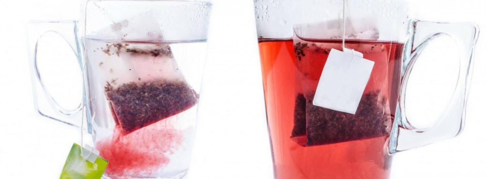 Plastic theezakjes geven microscopische deeltjes vrij in thee