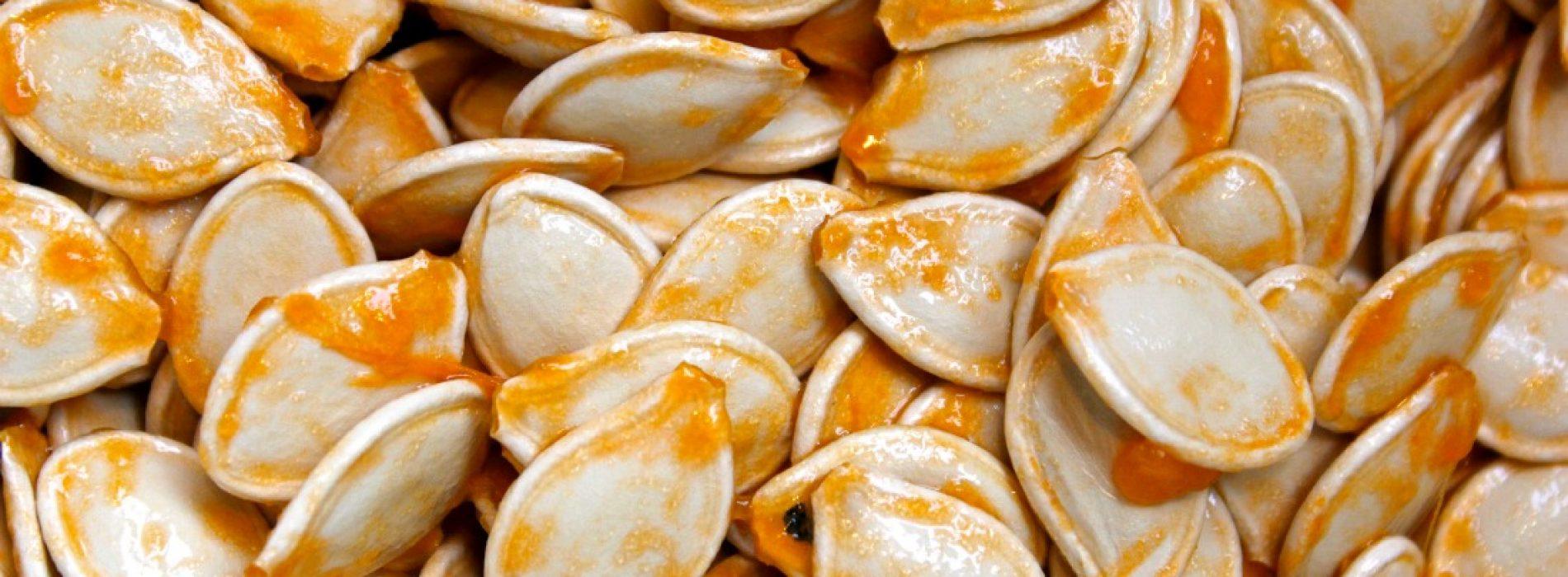 Het eten van voedingsrijke pompoenpitten kan helpen om de gezondheid van je hart te verbeteren