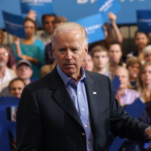 Biden Cancer Initiative betaalde de top royaal en gaf weinig uit aan kanker