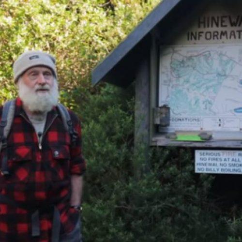 Man verandert gedegradeerd land in een enorm bos!